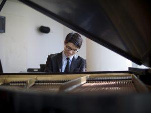 Joon Yoon - Competes in Verona international Piano