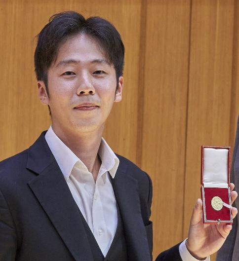 Glass Sellers Musicians Series 4 – Soohong Park